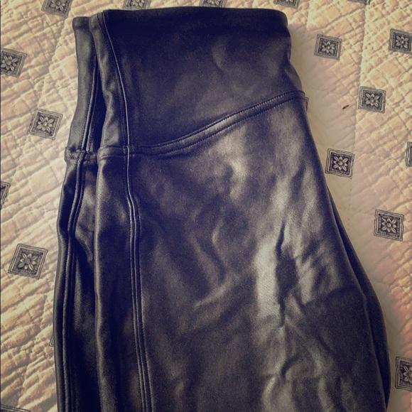 Spans faux leather leggings